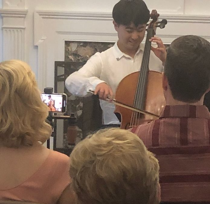 Performance of South Korean Cellist