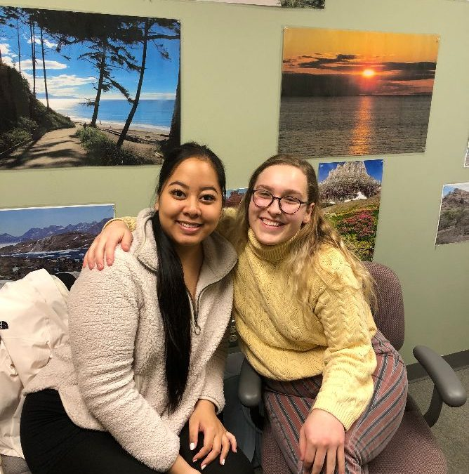 Two Students Give Assistance to Borderless Arts Program